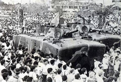 Catholic crowds block tanks of President Marcos right before Mary appears in 1986