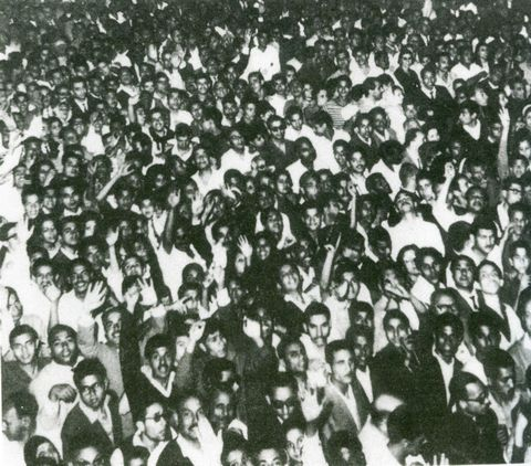 Crowds of up to 250,000 view Mary in Zeitoun, Egypt 1968