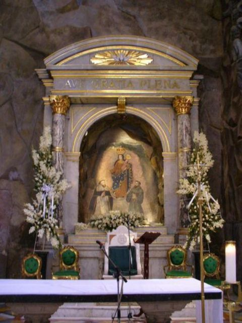 An altar was constructed with the miraculous cave image as the backdrop.