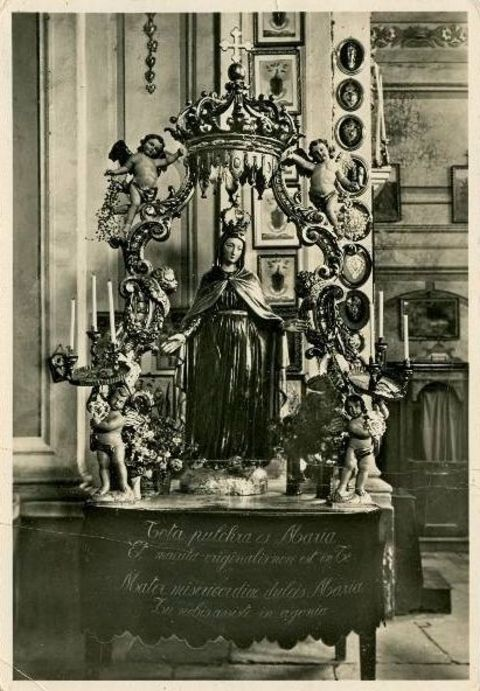 Our Lady of Mercy statue in Valmala, Italy in 1834.