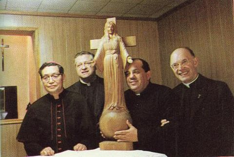 The other religious personnel with the miraculous statue in Akita