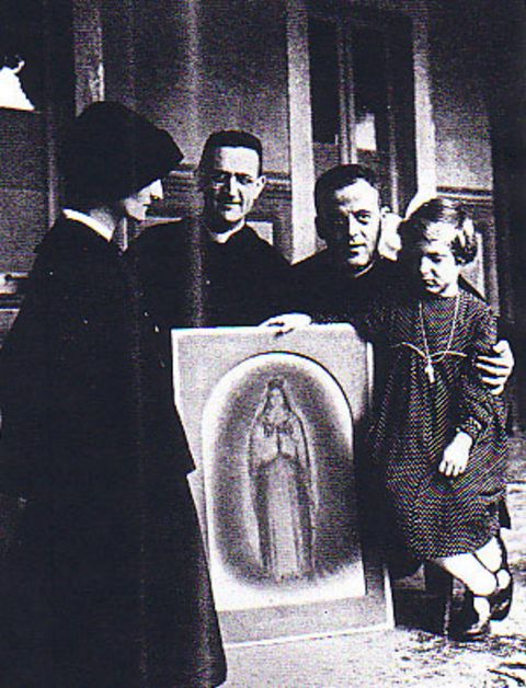 Adelaide has a picture drawn to illustrate how Blessed Mary appears.