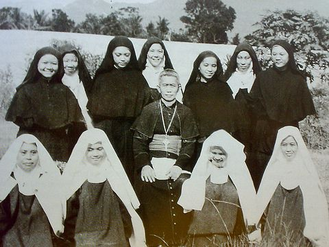 Teresita Castillo (3rd from left in back) with Carmelites in Lipa