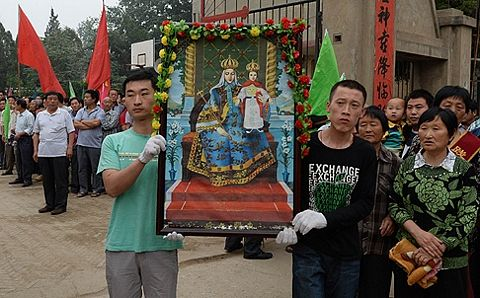 The grateful Chinese honor Our Lady of China in Dong Lu.