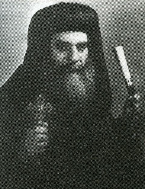 The Coptic Pope, Anba Kyrillos VI, approves the apparitions after 30 days.