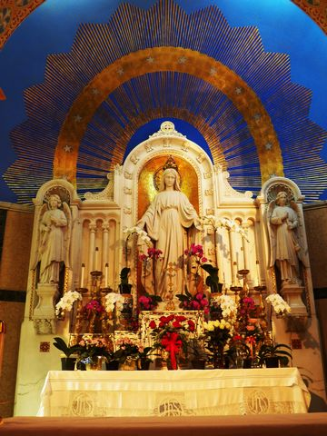 Stunning shrine to Our Lady of the Miraculous Medal in the church