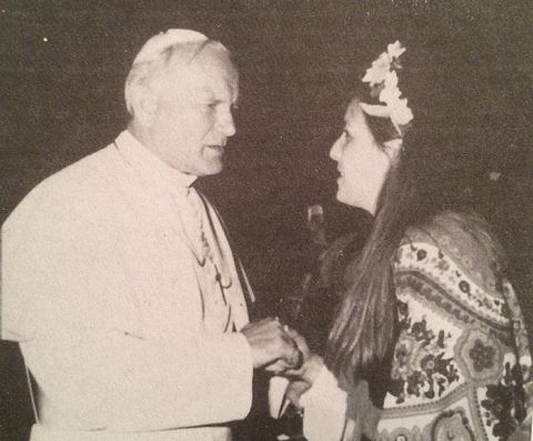 picture #6: Mother Rosa passes on messages to Pope John Paul II